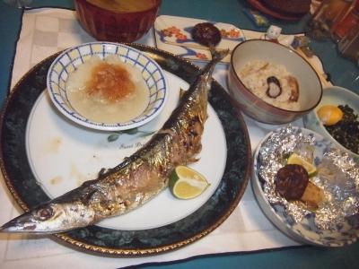 RIMG0007_1010夜-マツタケ1本ホイル焼き、松茸ご飯、サンマ焼き、ほうれん草の胡麻和え.JPG