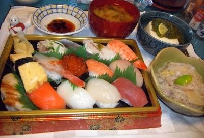 RIMG0034_1014夜-握り寿司、しらたき煮物、めかぶ奴、味噌汁_400.jpg