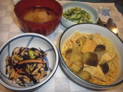 RIMG0043_1016夜-カレー麺、ひじき煮物、キュウリ、味噌汁_400.jpg