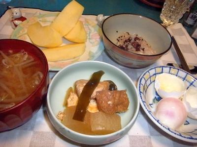 RIMG0008_1103夜-炊合せ、温泉卵、もやし味噌汁、お赤飯、リンゴ_400.jpg