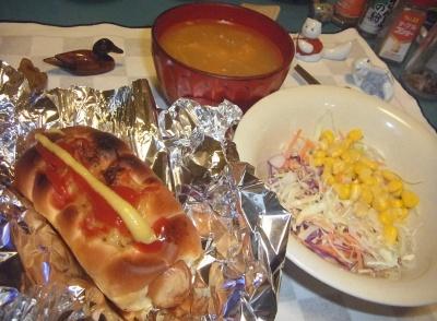 RIMG0011_1104夜-ホットドッグ、コーンサラダ、スープ_400.jpg