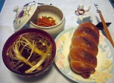 RIMG0116_0129夜-ソーセージクロワッサン、干しえのきスープ、きんぴら人参_400.jpg