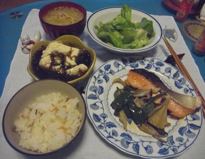 RIMG0047_0301夜-鮭ムニエル、すし飯、もずく奴、サラダ、味噌汁_400.jpg