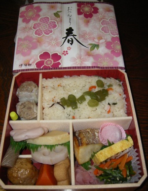 IMGP0717_0323昼外食-季節の弁当_300.jpg