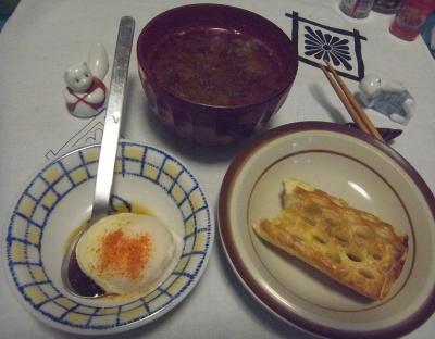 RIMG0015_0506夜-温泉卵、アップルパイ、スープ_400.jpg