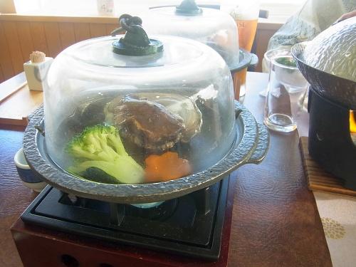 RIMG0132_0627夕食-活鮑の陶板焼き.jpg