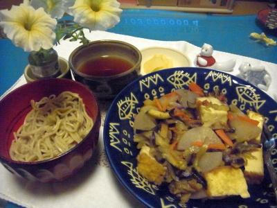 R0010139_0729夜-厚揚げと野菜の炒めもの、蕎麦、生姜の酢漬け_400.jpg