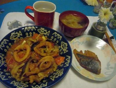 R0010148_0731夜-イカのトマト炒め、鰤の照り焼き、キャベツの味噌汁_400.jpg