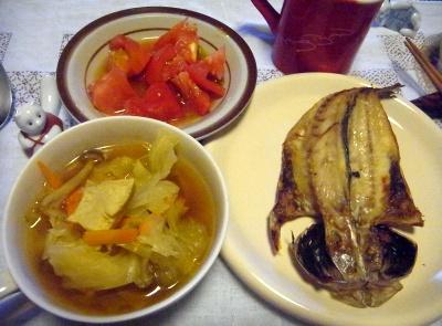R0010302_0821夜-アジの干物、キャベツスープ、トマト_400.jpg