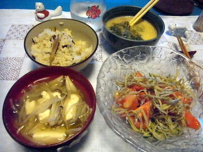 R0010529_0915夜-じゃこサラダ、味噌汁、雲丹ご飯、めかぶ卵納豆_400.jpg
