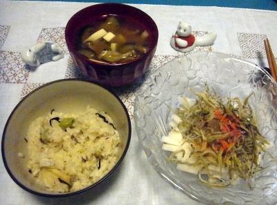 R0010588_0926夜-かやくご飯、大根小女子サラダ、しめじ味噌汁_400.jpg