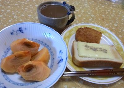 RIMG0001_1018朝ー柿チーズトースト、チキンフライ、コーヒー_400.jpg
