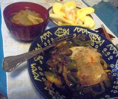 R0010677_1024夜-チキンソテー、味噌汁、リンゴ大根サラダ_400.jpg