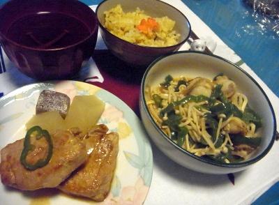 R0010880_1124夜-ポークソテー、えのきビーマン炒め、サンマご飯、お吸い物_400.jpg