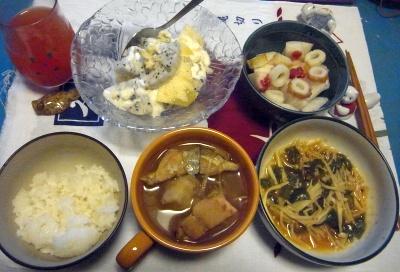 R0010891_1125夜-鮭鍋、なめこ煮、ちくわ大根、ドラゴンフルーツとリンゴ_400.jpg