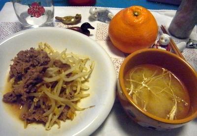 R0011312_0128夜-ビーフソテー、干しエノキの味噌汁、いよかん(初めて)_400.jpg