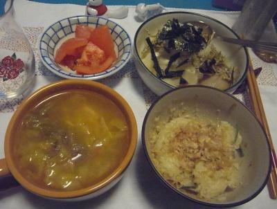 R0011334_0201夜-キャベツスープ、おかかご飯、トマト、煮物にもみ海苔_400.jpg