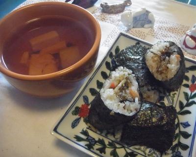 R0011402_0205昼-海苔巻き寿司、お吸い物_400.jpg