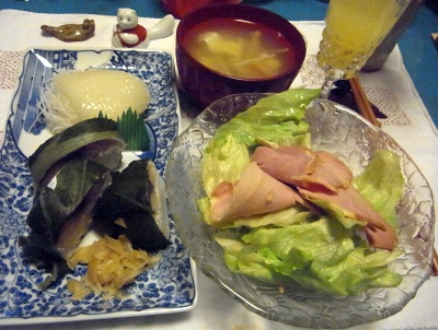 R0011417_0206夜-鯖寿司、イカの刺身、ハムサラダ、豆腐のスープ_400.jpg