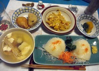 R0011422_0207夜-イカの刺身、鱈と干しエノキスープ、かぼちゃ煮、もやし卵とじ、おこわと稲荷ずし_400.jpg