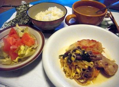 R0011438_0212夜-チキンナムルソテー、サラダ、スープ、ご飯に海苔_400.jpg