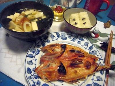 R0011461_0215夜-キンキ焼き、わかめと豆腐のお吸い物、幕の内ご飯_400.jpg