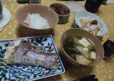 SBSH0355_0301夜-鯛塩焼き、豆腐のお吸い物、大根ゴマドレ、小梅_400.jpg
