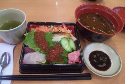 SBSH0368_0303雨昼外食-ひなちらしとはまぐりの赤だしスシロー_400.jpg