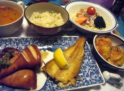 R0011602_0313夜-ホッケ焼き、イカタレ焼き、カニ風味揚、サラダ、スープ_400.jpg