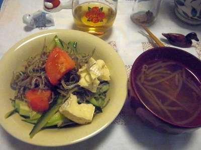 R0011686_0329夜-トマト小女子カマンベールサラダ、もやしスープ_400.jpg