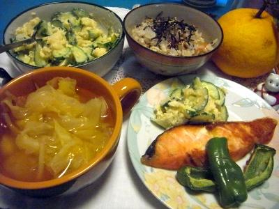 R0011830_0422夜-鮭焼き、キャベツスープ、ポテトサラダ、雑穀米ご飯_400.jpg