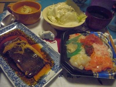 R0011848_0428夜-海鮮ちらし寿司、カレイの煮付け、レタスサラダ、スープ_400.jpg