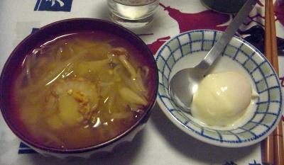 R0011933_0518夜-ホタテの味噌汁、温泉卵風_400.jpg