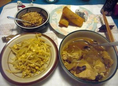 R0012055_0602夜-もやし卵炒め、鶏の煮物、春巻き、もずく_400.jpg