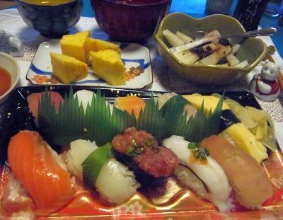 R0012090_0609夜-にぎり寿司、玉子焼き、大根ののり佃煮合え、お吸い物_400.jpg