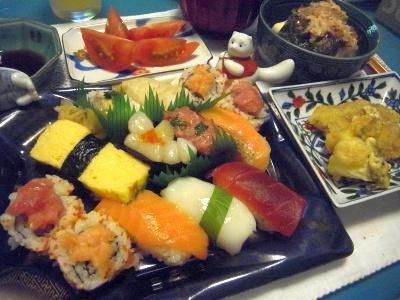 R0012153_0624夜-握り寿司、おかず、めかぶ奴、トマト、お吸い物_400.jpg