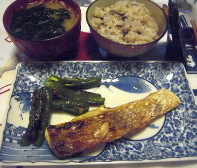 R0012155_0625夜-鯛塩焼き、わかめ味噌汁、芽ひじき雑穀入りご飯_400.jpg