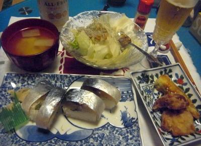R0012197_0703夜-鯖寿司、オクラと鶏の揚げ物、レタスサラダ、味噌汁_400.jpg