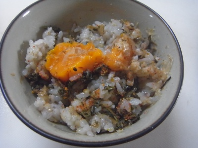 R0012284_0716昼-冷凍卵と茶葉佃煮ご飯_400.jpg