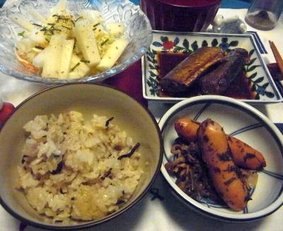 R0012304_0717夜-ソーセージ炒め、サンマ甘辛煮、大根サラダ、雑穀ご飯_400.jpg