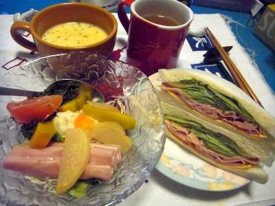 R0012408_0805夜-レタスハムサンド、ハムと野菜サラダ、冷やしコーンスープ_400.jpg