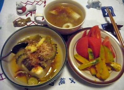 R0012467_0813夜-ゴーヤ奴、かぼちゃとトマト、ちくわスープ_400.jpg