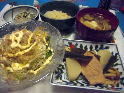 R0012515_0827夜-豚と大根とコブとしめじの煮物、サラダ、白和、こんにゃく素麺、味噌汁_400.jpg