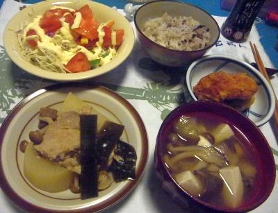 R0012520_0828夜-豚と大根煮物、味噌汁、カキフライ、サラダ、雑穀米ご飯_400.jpg
