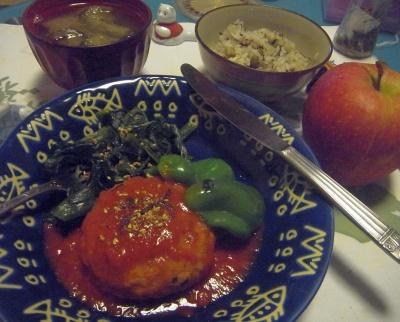 R0012625_0920夜-チーズハンバーグ、茄子味噌汁、茶飯、りんご_400.jpg