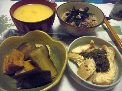 R0012634_0921夜-茄子の煮物、鶏の煮物、コーンスープ、海苔ご飯_400.jpg