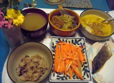 R0012822_1021夜-お赤飯、にんじんサラダ、鮭焼き、おろし卵納豆、厚揚げ煮物、スープ_400.jpg