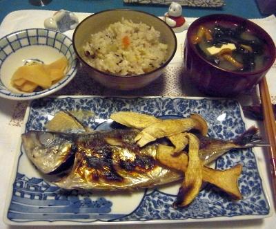 R0012829_1023夜-鯵塩焼きエリンギ添、なめこ豆腐味噌汁、かやくご飯、酢漬け生姜_400.jpg