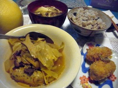 R0012864_1030夜-ソーセージとキャベツのスープ煮、牡蠣フライ、味噌汁、かやくご飯_400.jpg
