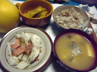 R0012869_1031夜-鱈味噌汁、ハムと大根サラダ、シラスご飯、キャベツ煮_400.jpg